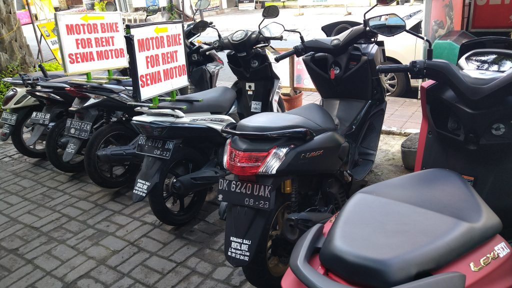 motor-bike-on-the-side-of-the-road-for-hire-at-sewa-motor-in-kuta